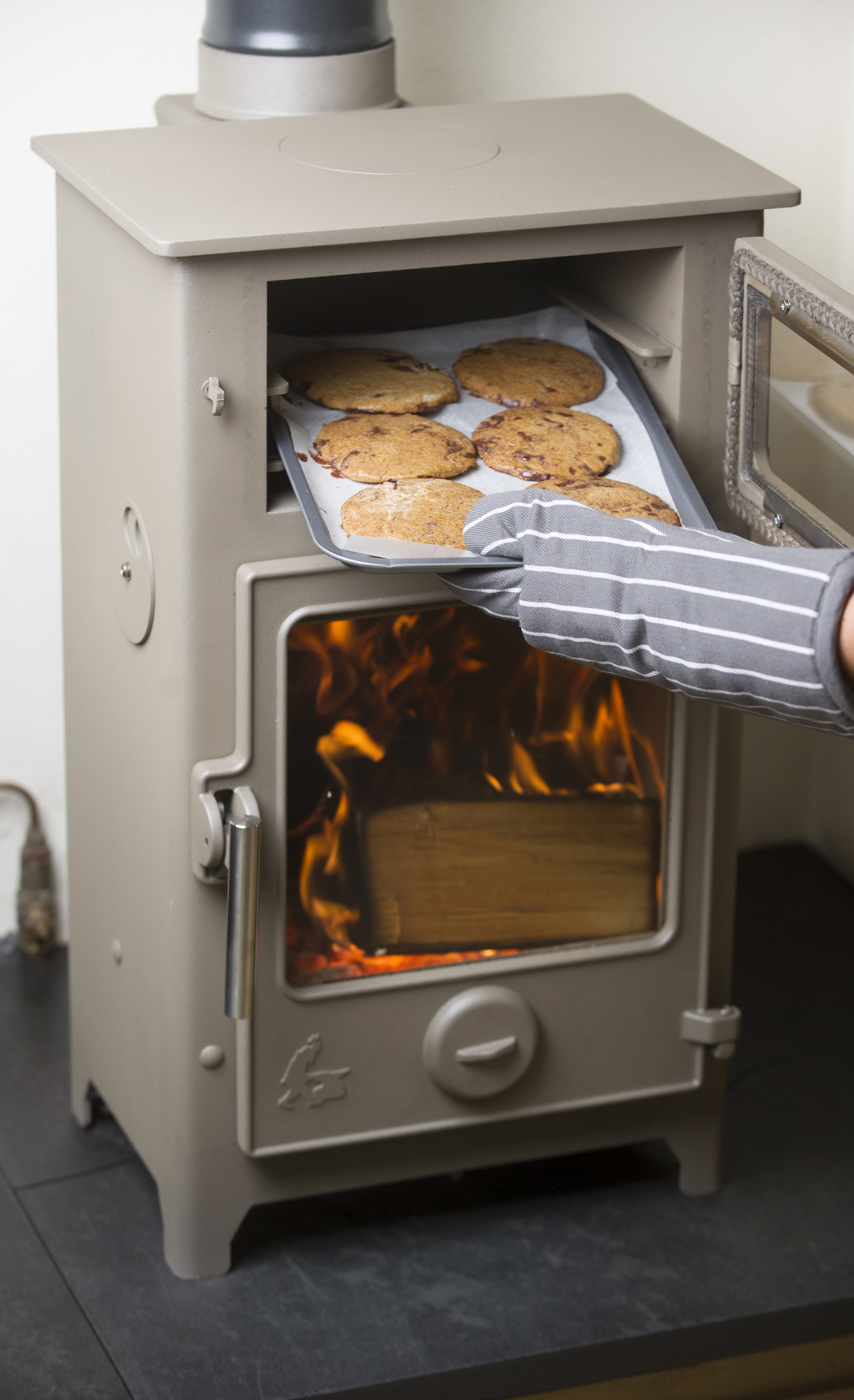 Dartmoor baker tasty new stove to keep you toasty dean forge - Small space wood stove model ...